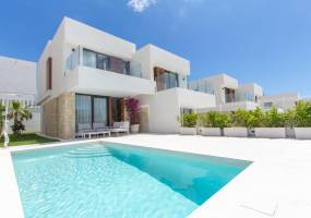 Semi-detached house with pool in Finestrat