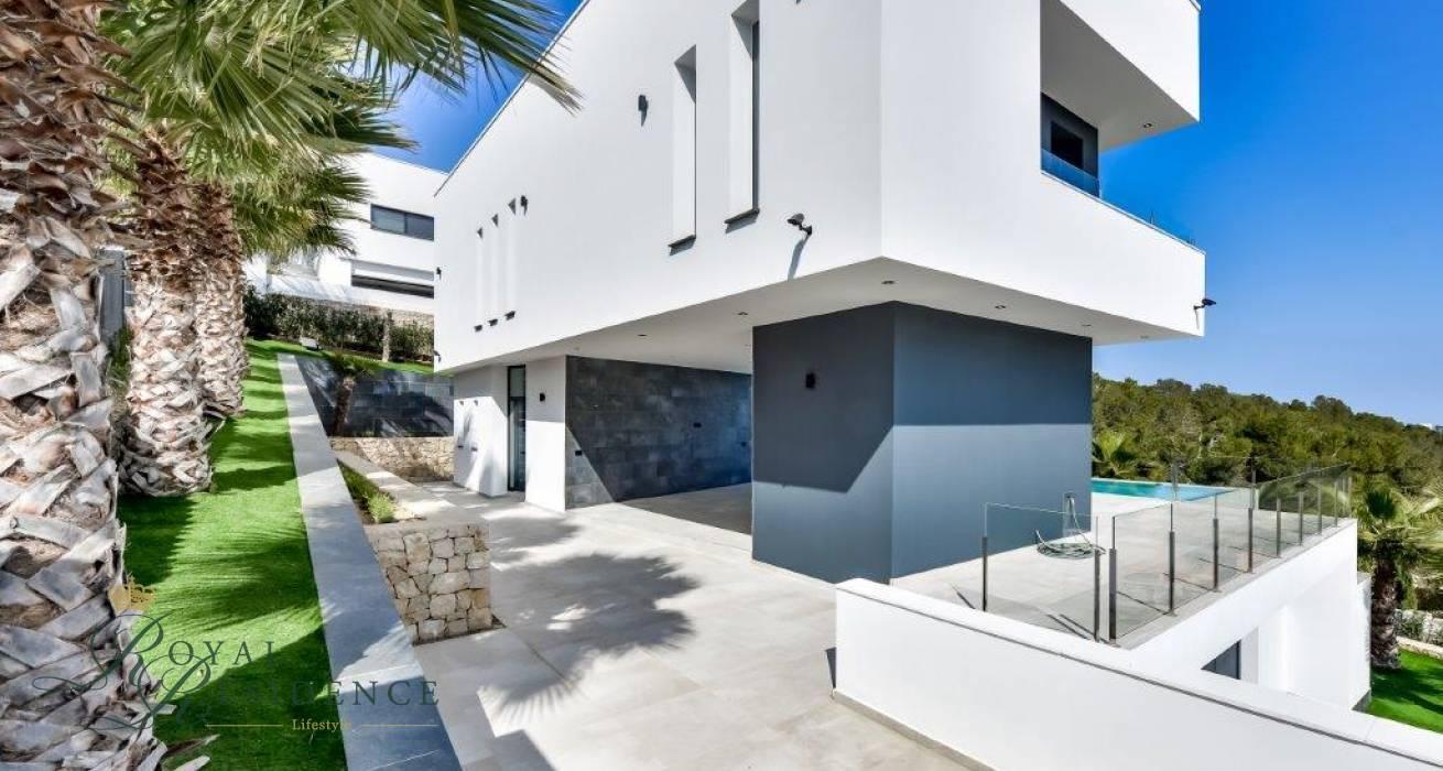 Key ready newly built villa with sea views in Javea