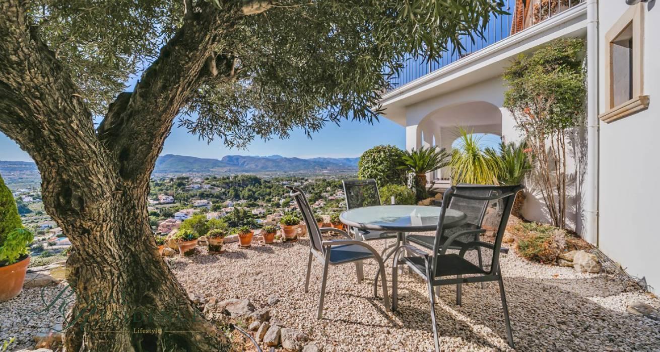 Spacious Mediterranean style villa with bay views in Jávea