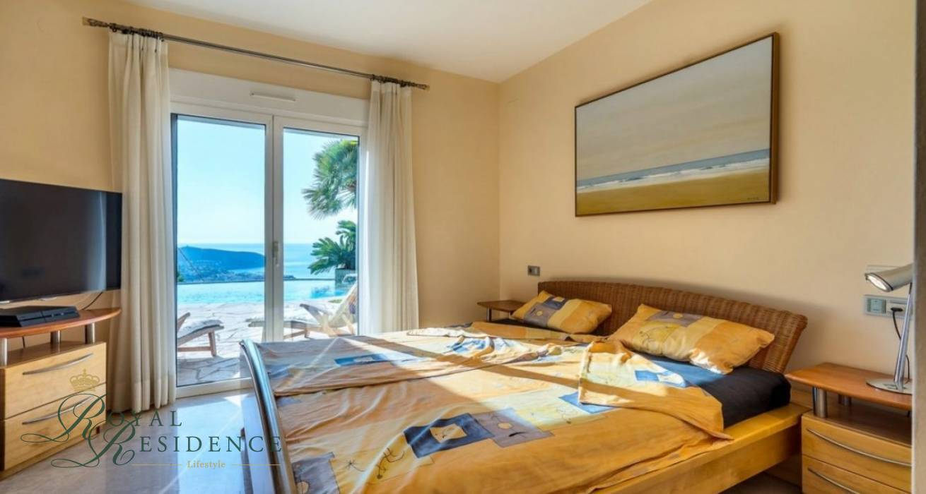 Luxurious sea views villa in Moraira