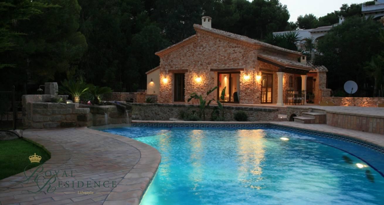 Beautiful finca style villa in Moraira
