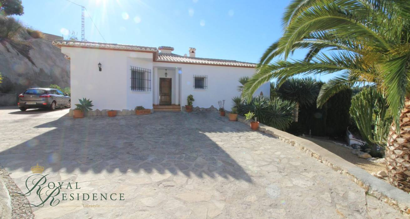 Villa on corner plot in Benissa