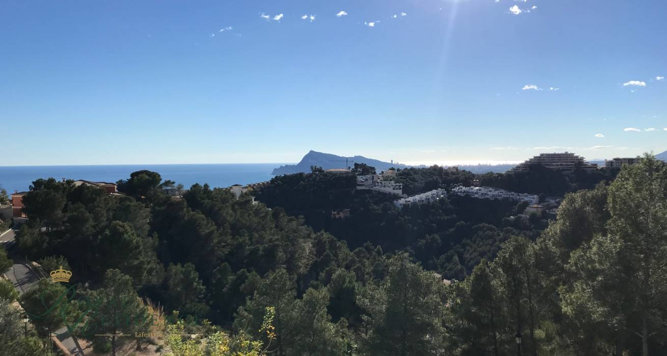 Plot with sea views in Altea