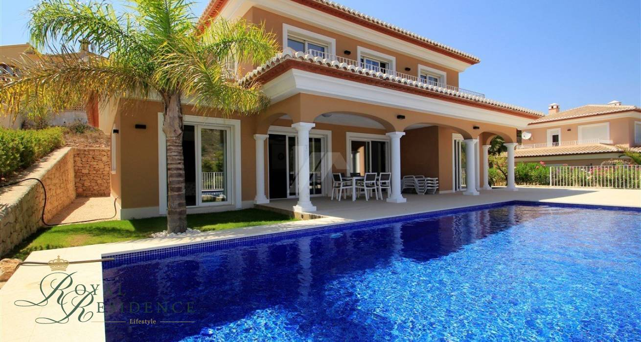Modern recently built villa in Moraira